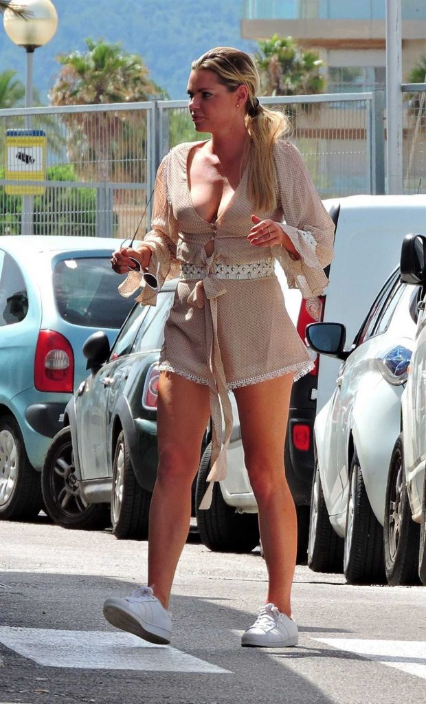 Sophie Monk Out for Lunch in Mallorca 06/09/2018-3