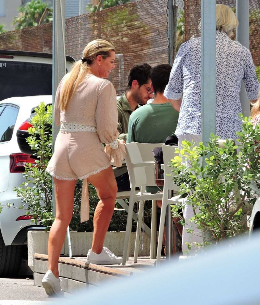 Sophie Monk Out for Lunch in Mallorca 06/09/2018-4