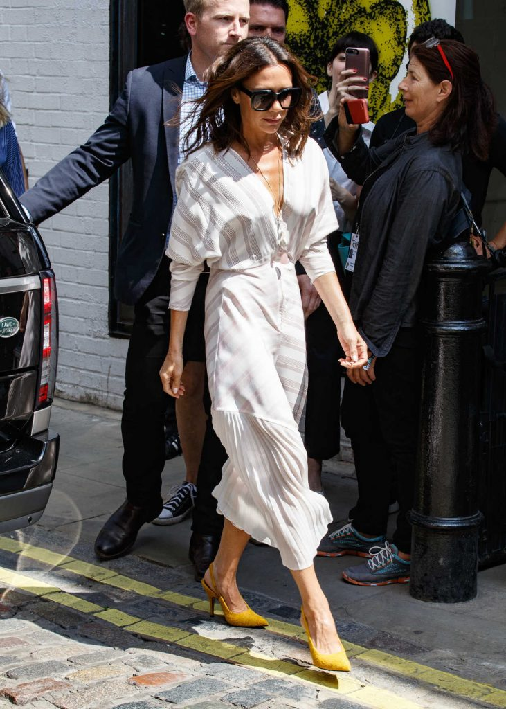 Victoria Beckham Arrives at Men's Fashion Week Show in London 06/10/2018-1