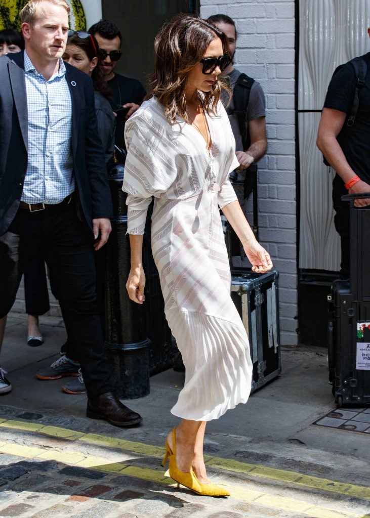 Victoria Beckham Arrives at Men's Fashion Week Show in London 06/10/2018-2