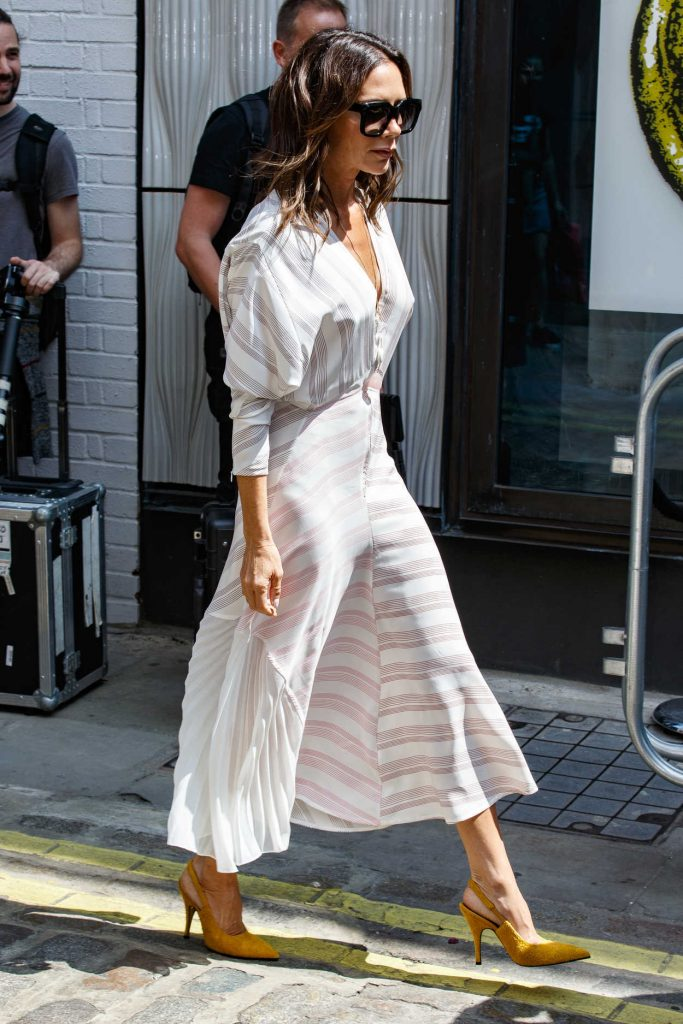 Victoria Beckham Arrives at Men's Fashion Week Show in London 06/10/2018-3