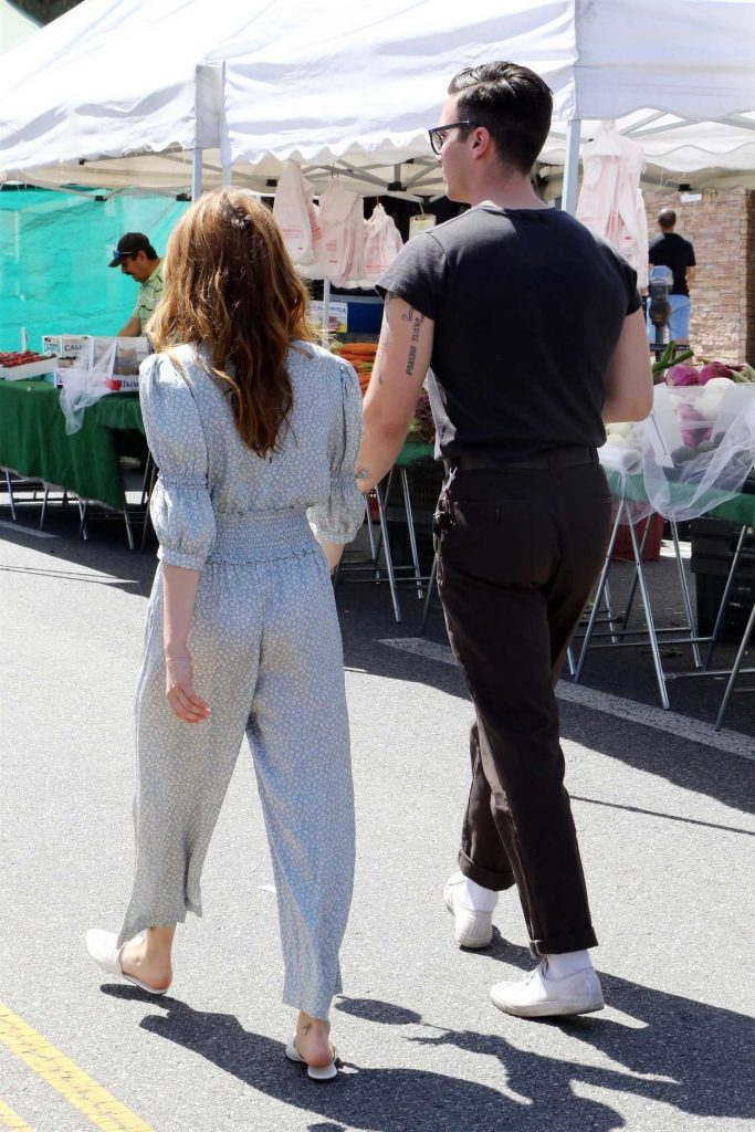 Zoey Deutch Arrives at the Farmer's Market in Studio City 03/06/2018-5
