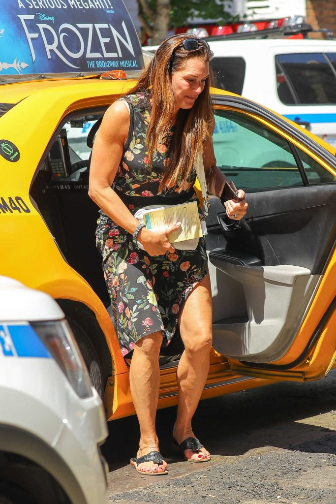 Brooke Shields Exits a Yellow Cab in the West Village in New York 07/09/2018-1