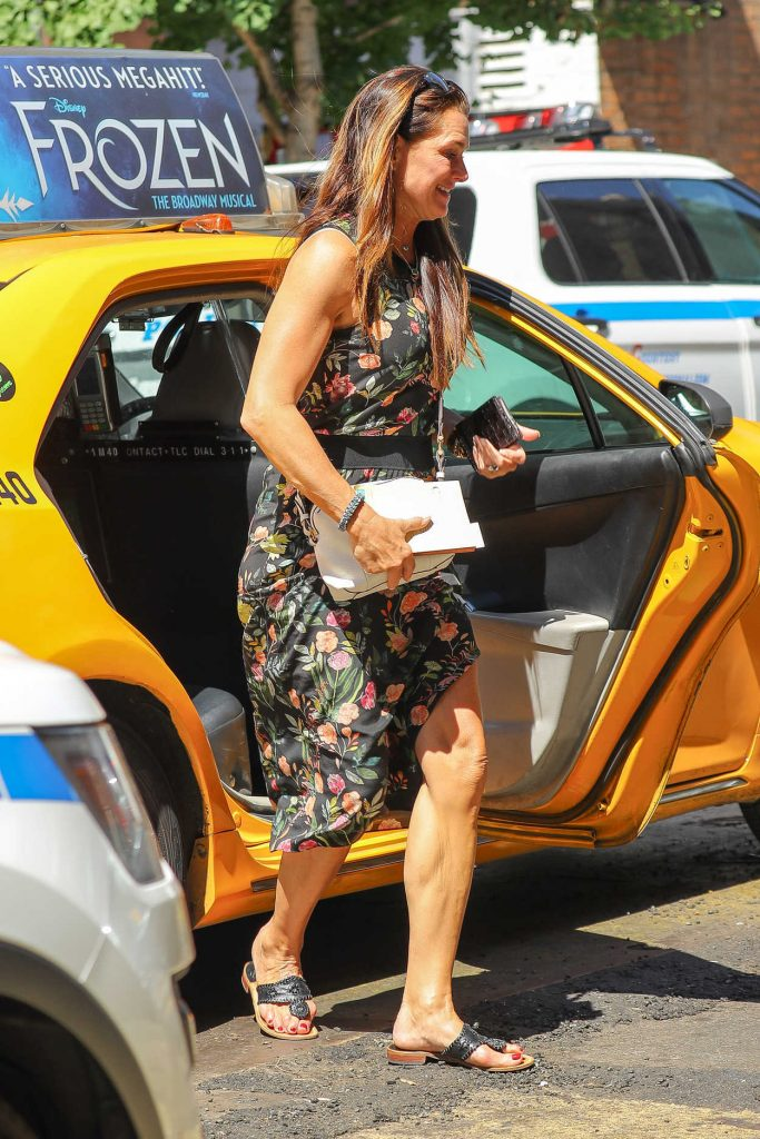 Brooke Shields Exits a Yellow Cab in the West Village in New York 07/09/2018-2