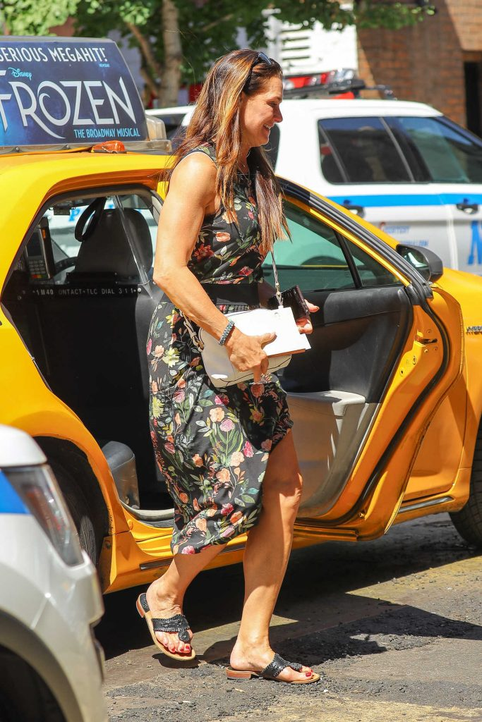 Brooke Shields Exits a Yellow Cab in the West Village in New York 07/09/2018-3