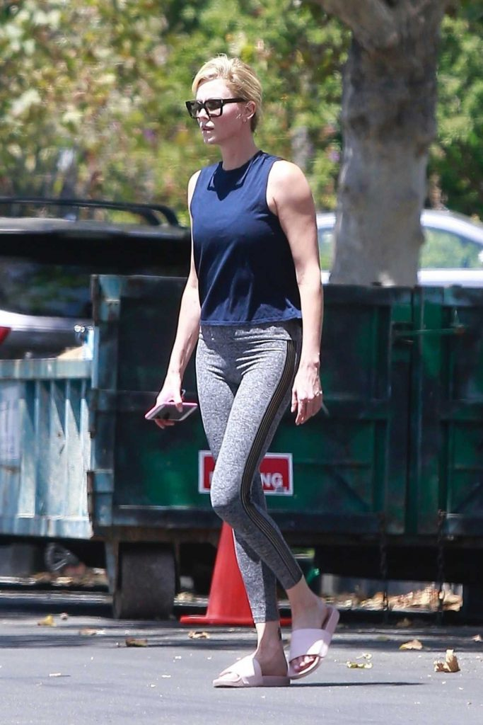 Charlize Theron Wears a Gray Sports Pants Out in Los Angeles 07/14/2018-2