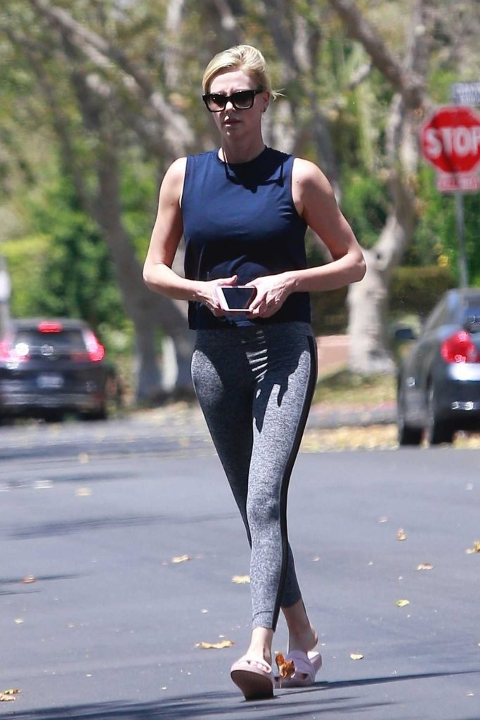 Charlize Theron Wears a Gray Sports Pants Out in Los Angeles 07/14/2018-5