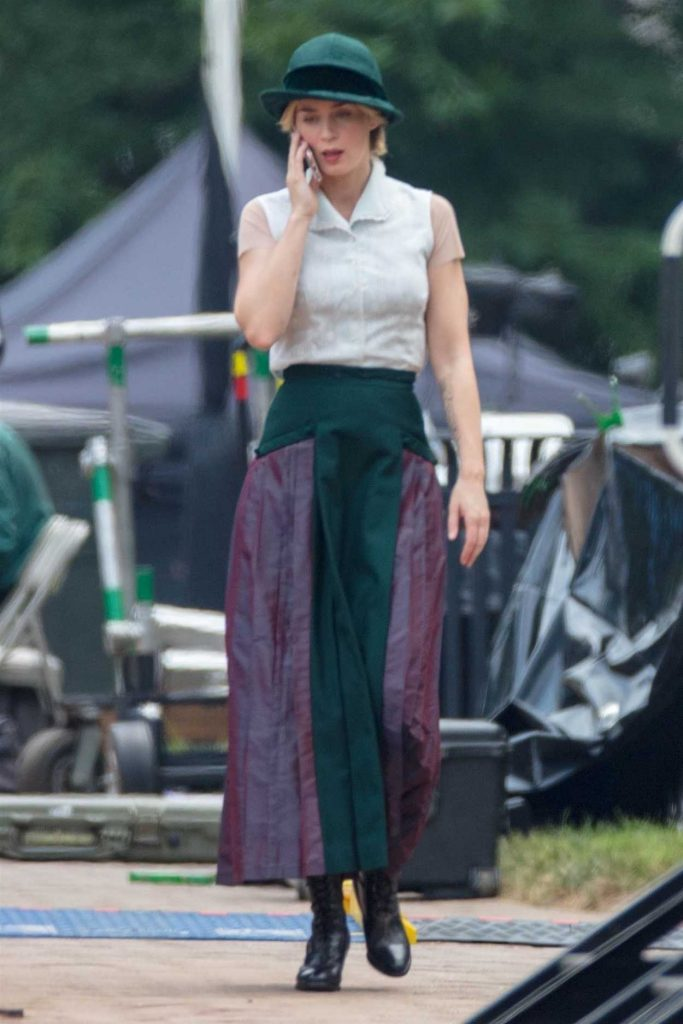 Emily Blunt Chats on Her Cell Phone on the Set of Jungle Cruise in Atlanta 07/13/2018-1