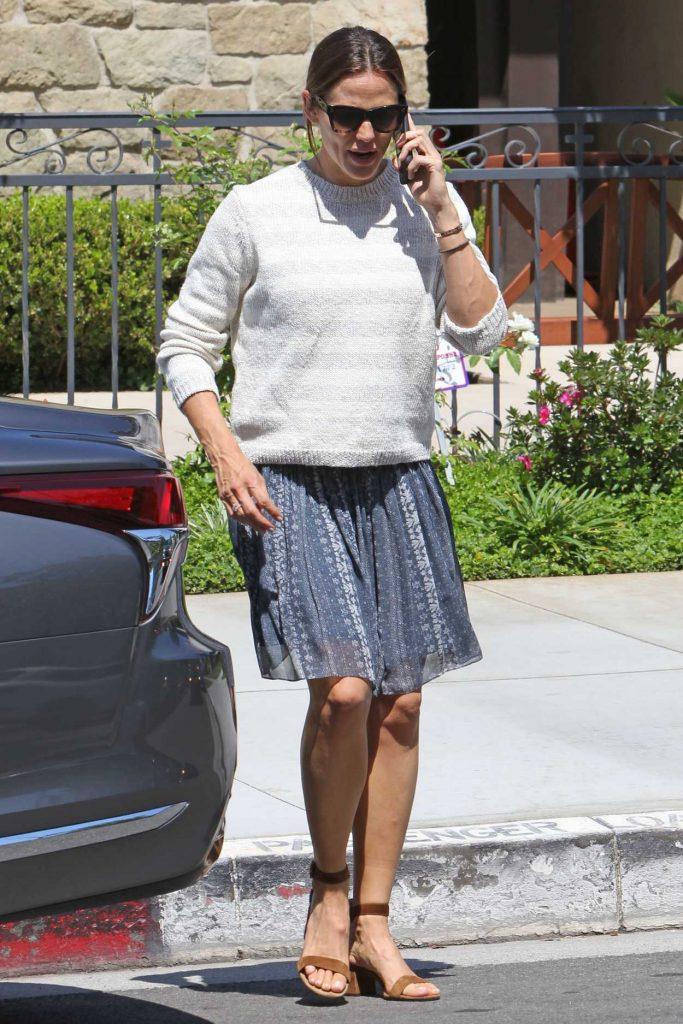 Jennifer Garner in a Striped Sweatshirt