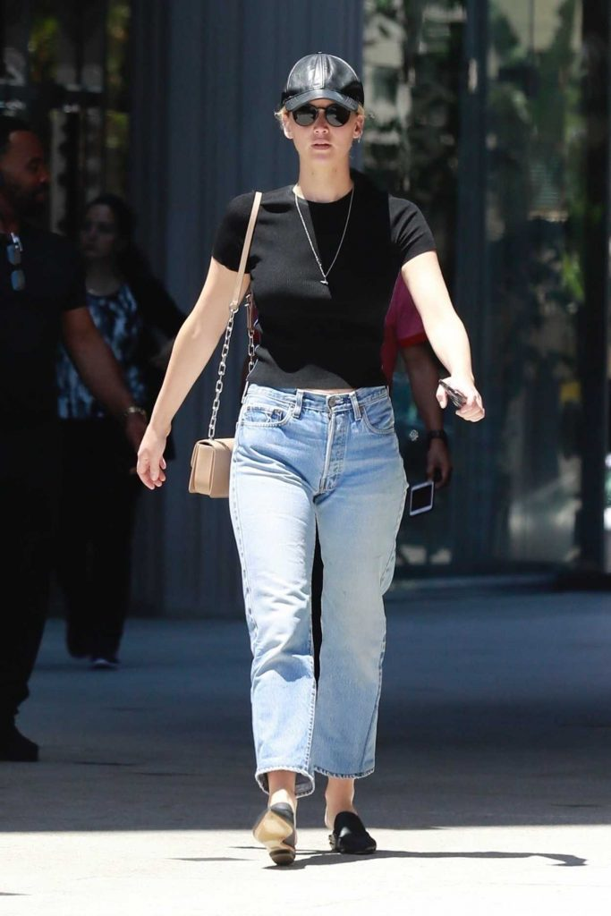 Jennifer Lawrence in a Blue Baggy Jeans