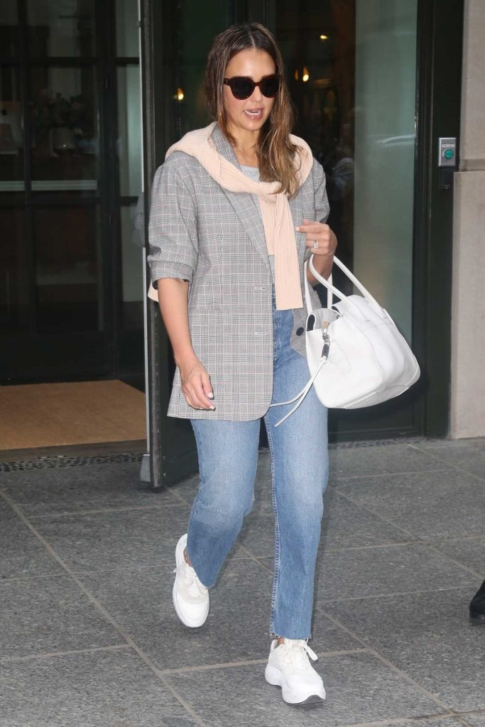 Jessica Alba in a White Trainers