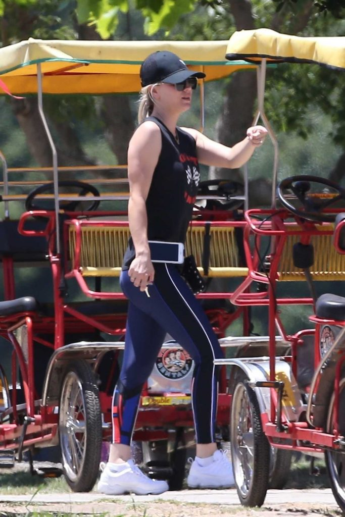 Kaley Cuoco Was Spotted on a Tandem Bike in Los Angeles 07/15/2018-3