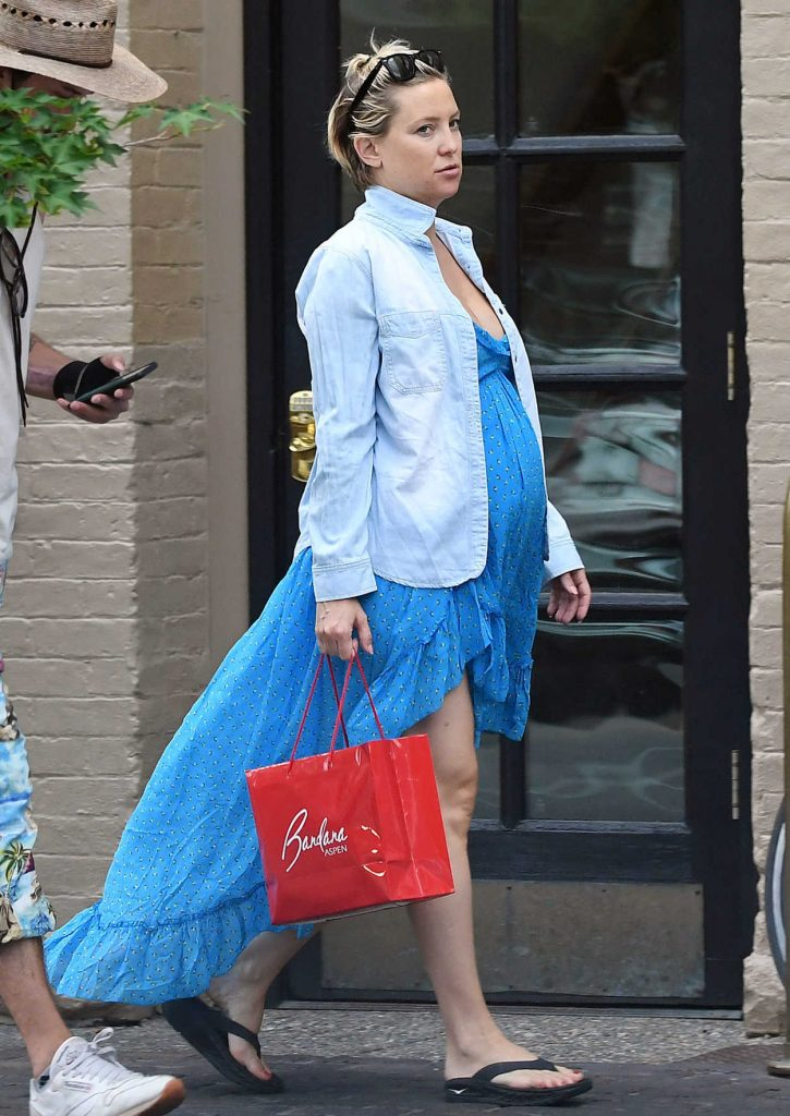 Kate Hudson Wears a Free Blue Dress Out in Aspen 07/18/2018-1