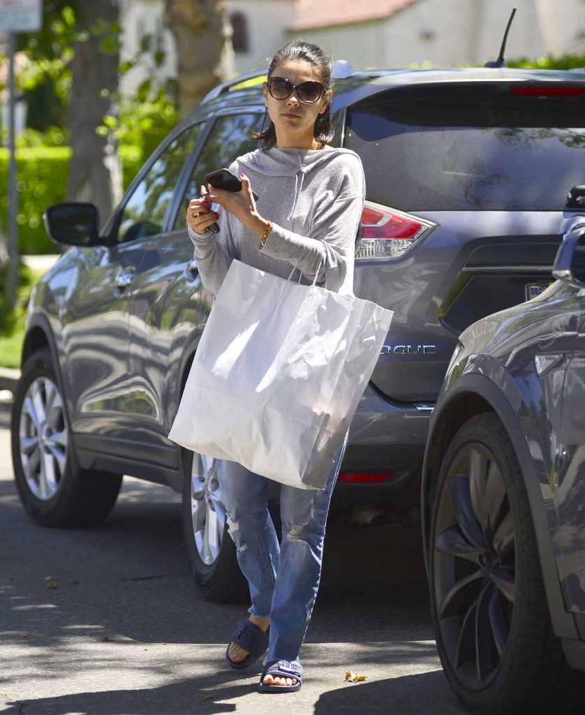 Mila Kunis Goes Shopping in Los Angeles 07/08/2018-2