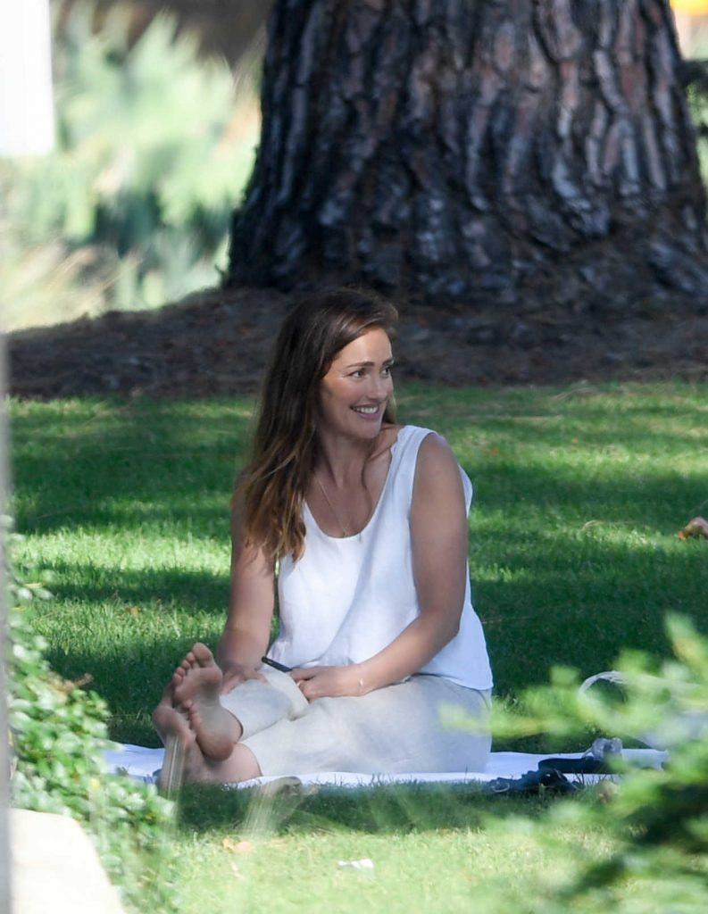 Minka Kelly Takes Her Dog Fred to the Park in Beverly Hills 07/17/2018-2