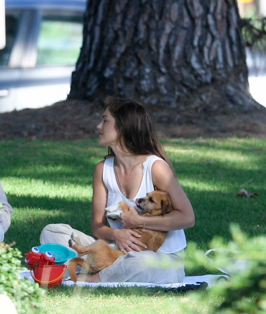Minka Kelly Takes Her Dog Fred to the Park in Beverly Hills 07/17/2018-4