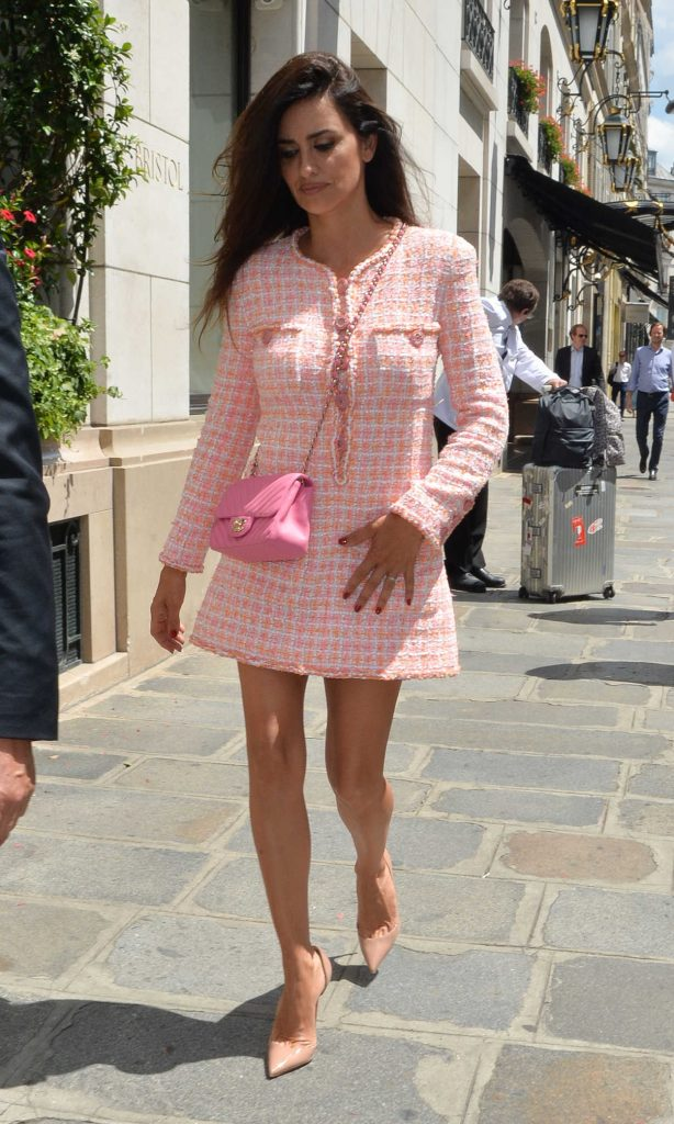 Penelope Cruz Arrives at 2018 Chanel Haute Couture Fall Winter Show in Paris 07/03/2018-3