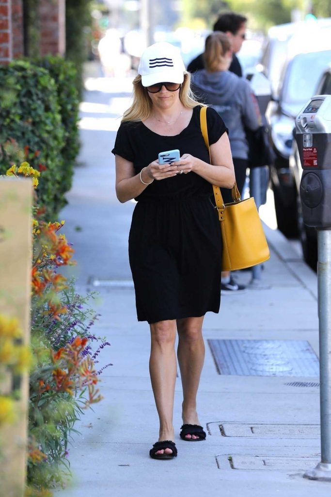 Reese Witherspoon Was Seen Out in Brentwood 06/30/2018-1