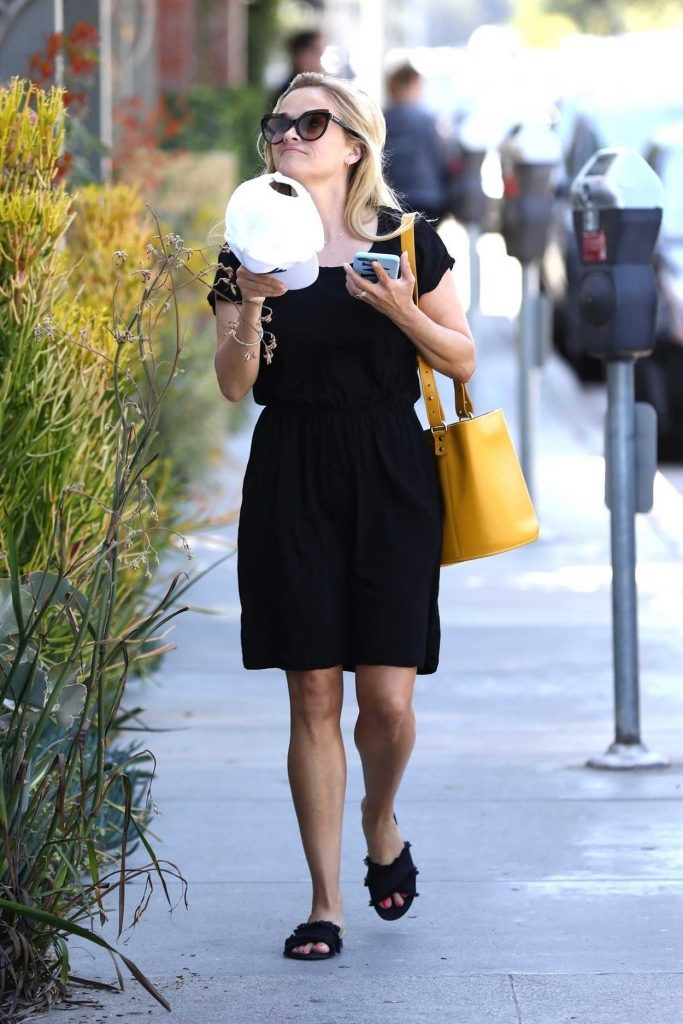 Reese Witherspoon Was Seen Out in Brentwood 06/30/2018-2