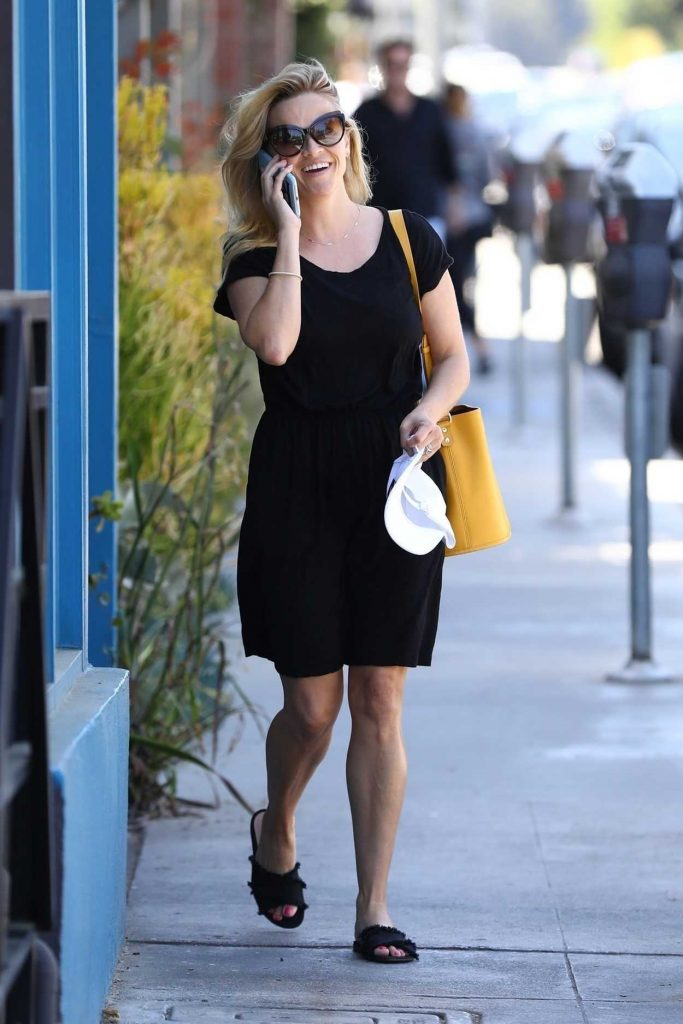 Reese Witherspoon Was Seen Out in Brentwood 06/30/2018-4