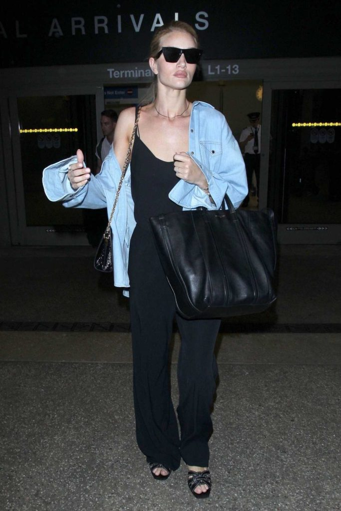 Rosie Huntington-Whiteley Arrives at LAX Airport in Los Angeles 07/08/2018-2