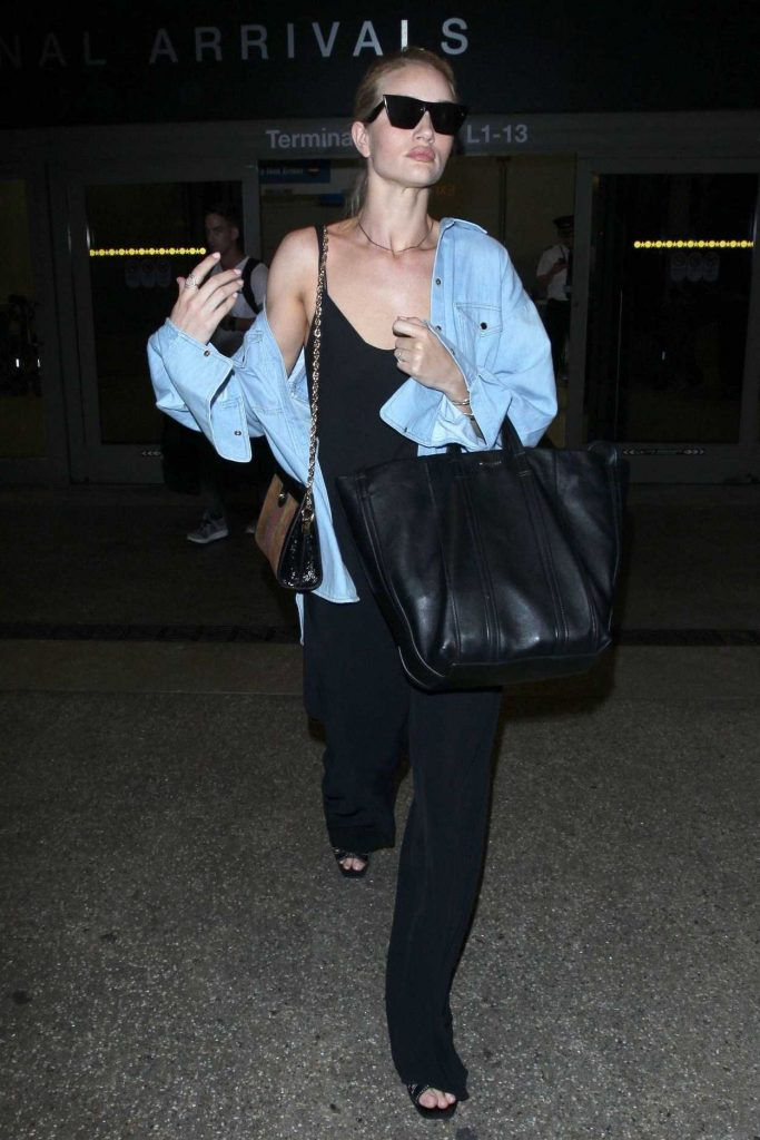 Rosie Huntington-Whiteley Arrives at LAX Airport in Los Angeles 07/08/2018-3