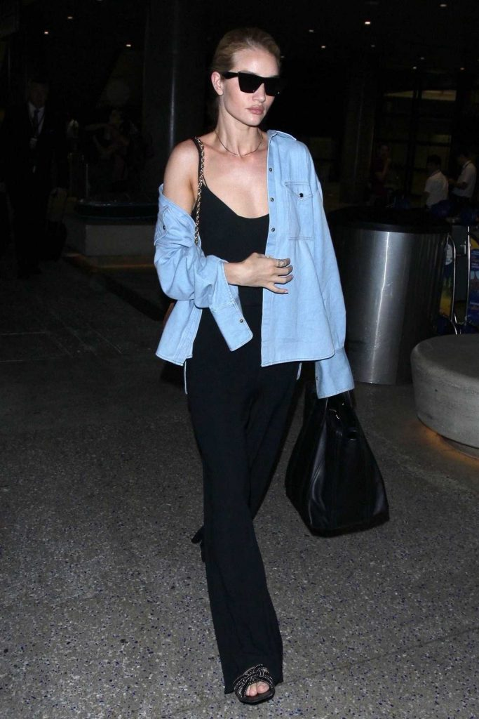 Rosie Huntington-Whiteley Arrives at LAX Airport in Los Angeles 07/08/2018-4