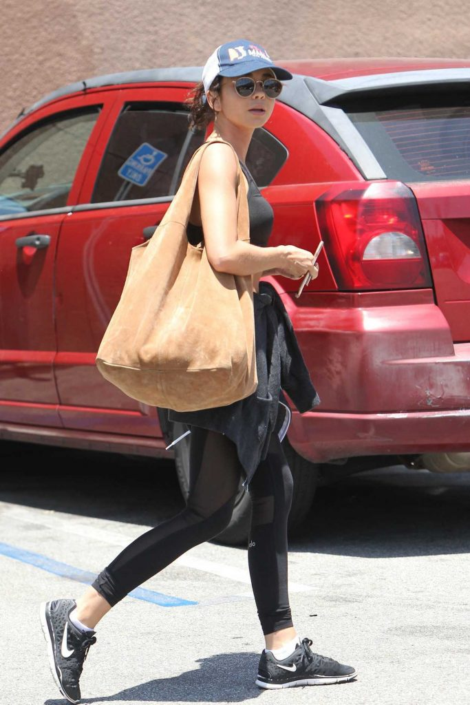 Sarah Hyland Hits the Gym in LA 07/10/2018-5