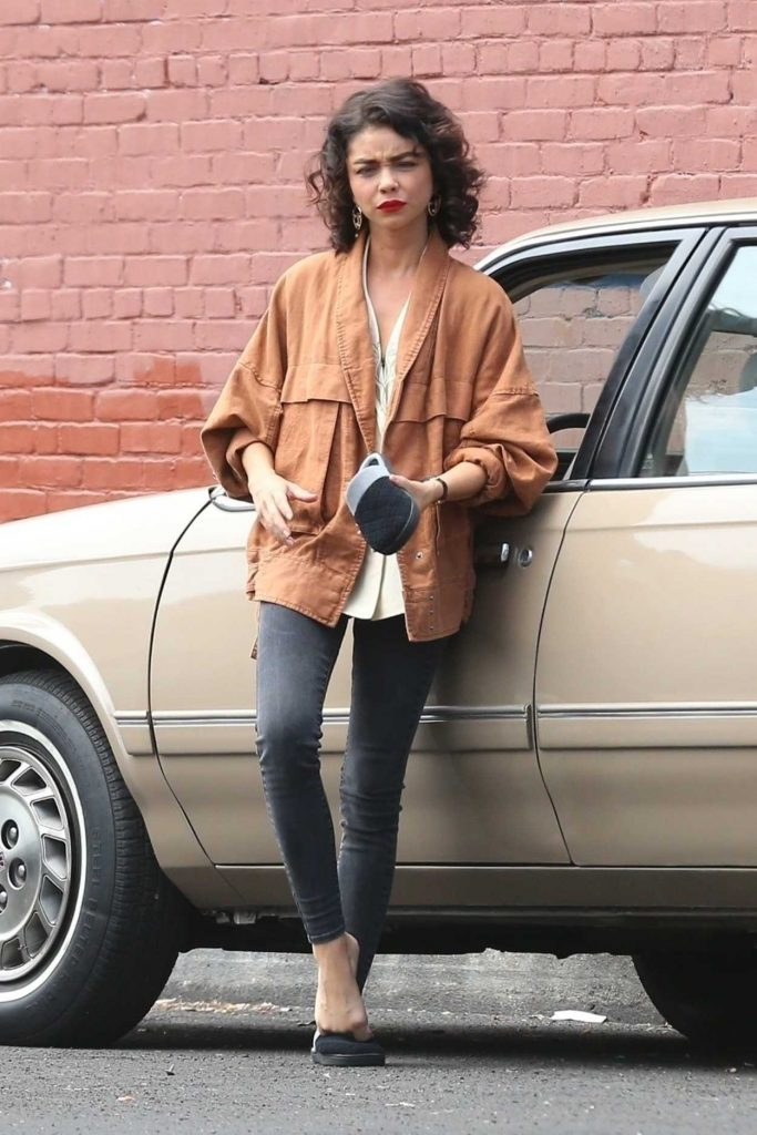 Sarah Hyland on the Set of The Wedding Year in Los Angeles 07/09/2018-1