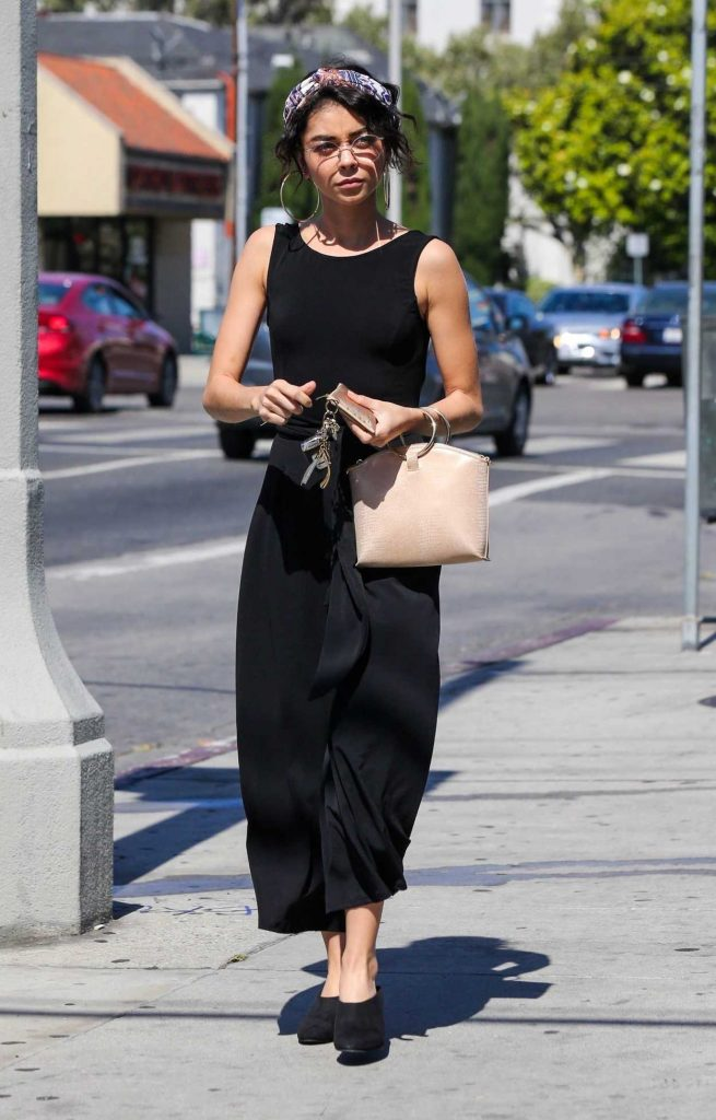 Sarah Hyland Was Seen Out in Hollywood 06/30/2018-1