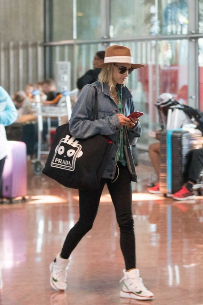 Sofia Boutella Arrives at Charles de Gaulle Airport in Paris 07/01/2018-4