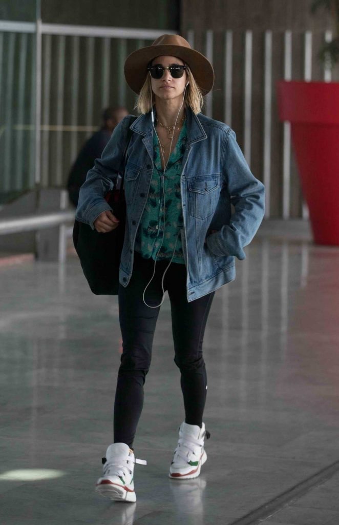 Sofia Boutella Arrives at Charles de Gaulle Airport in Paris 07/01/2018-5