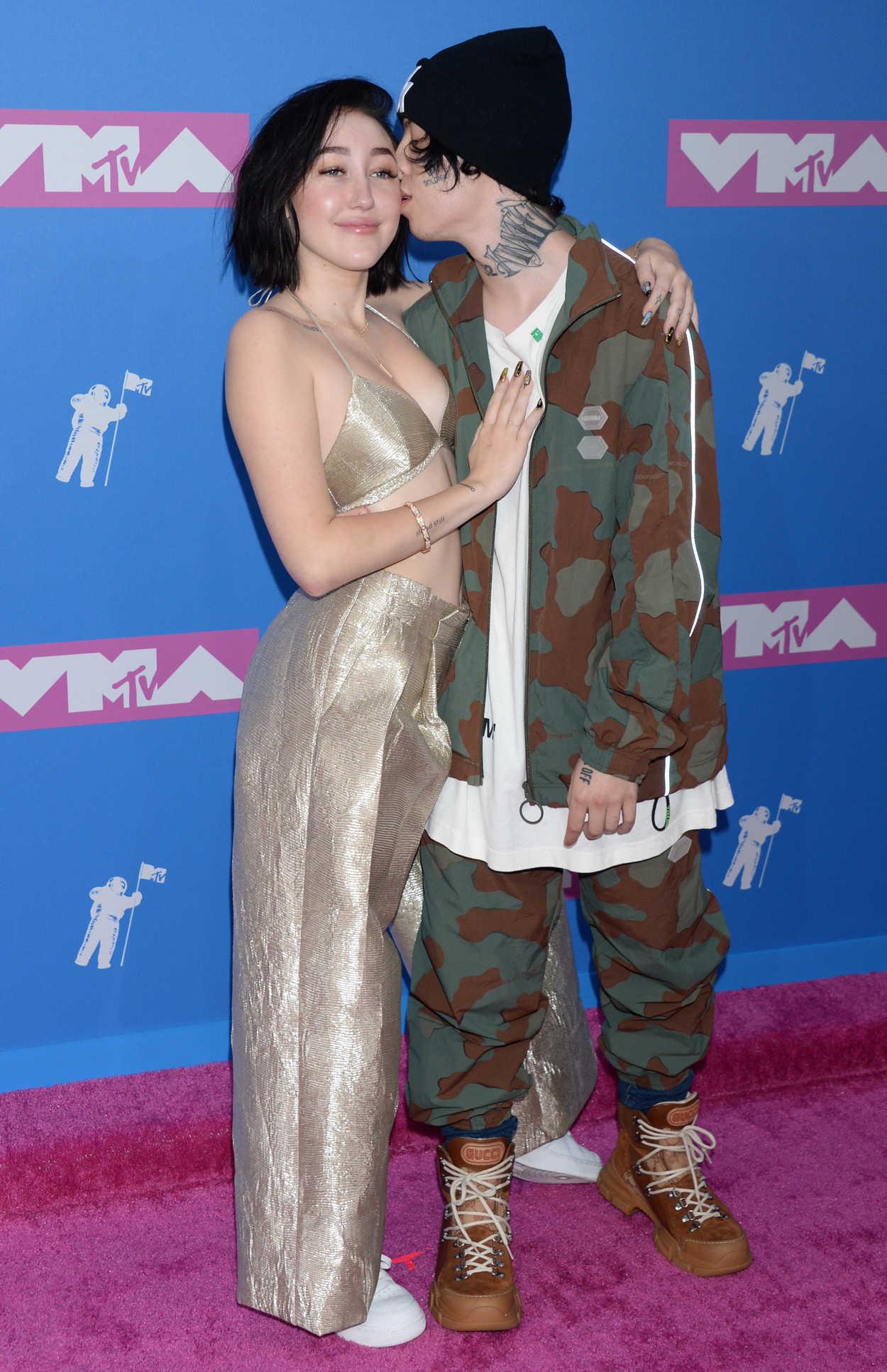 Noah Cyrus Attends 2018 Mtv Video Music Awards In New York 08 20 2018 Celebsla Com