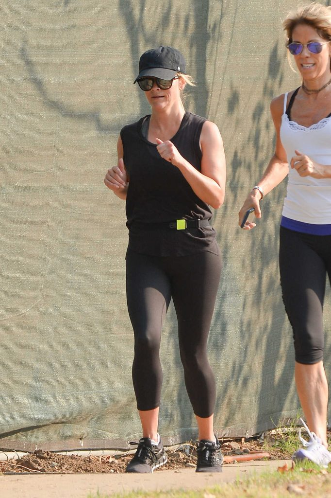 Reese Witherspoon in a Black Workout Clothes