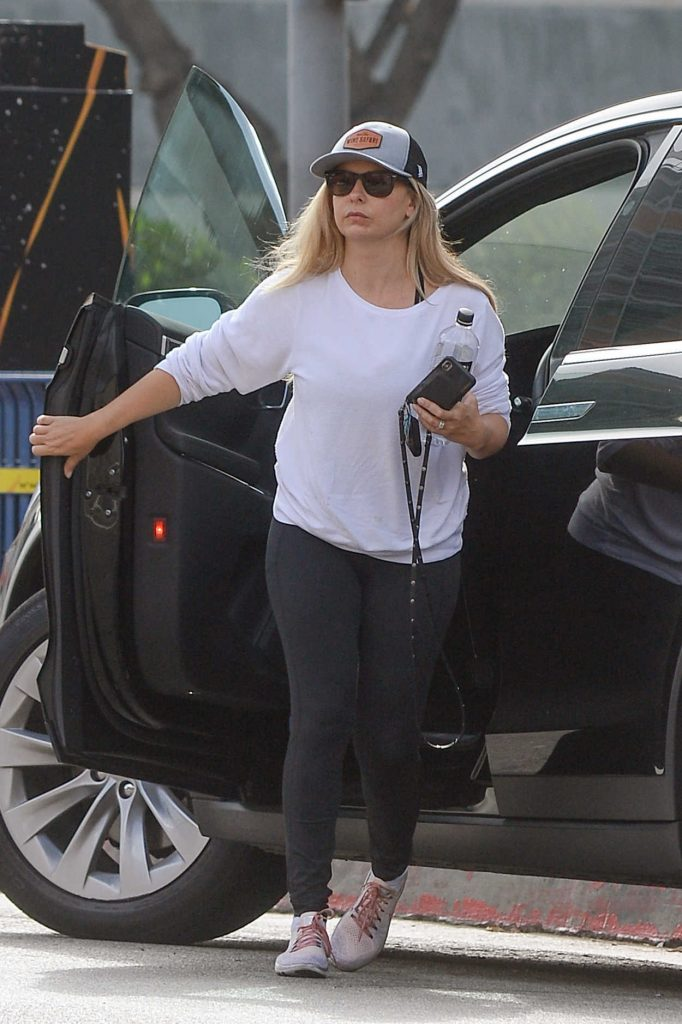 Sarah Michelle Gellar in a Black Leggings