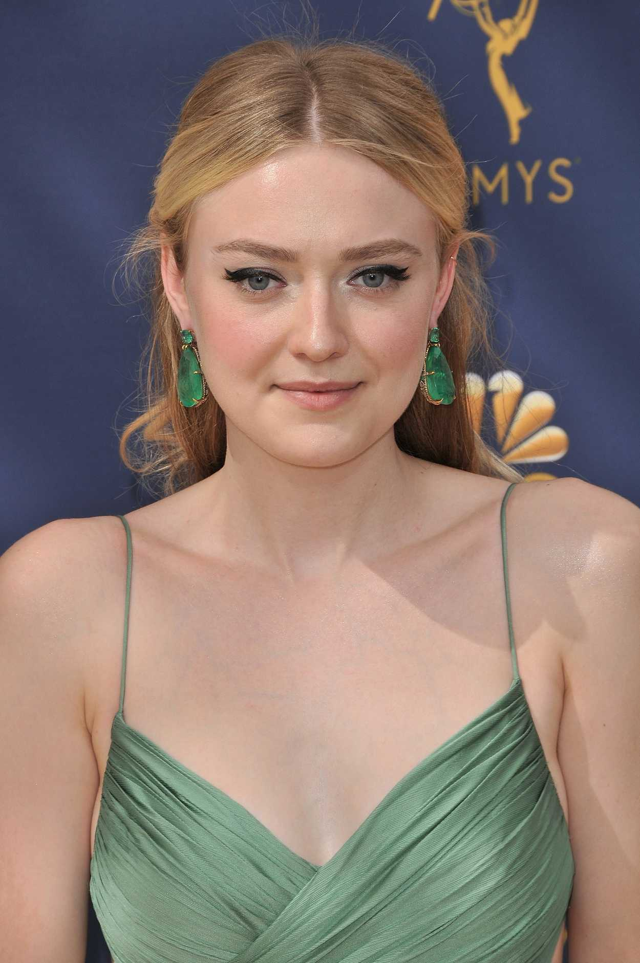 Dakota Fanning at the ... Anna Kendrick