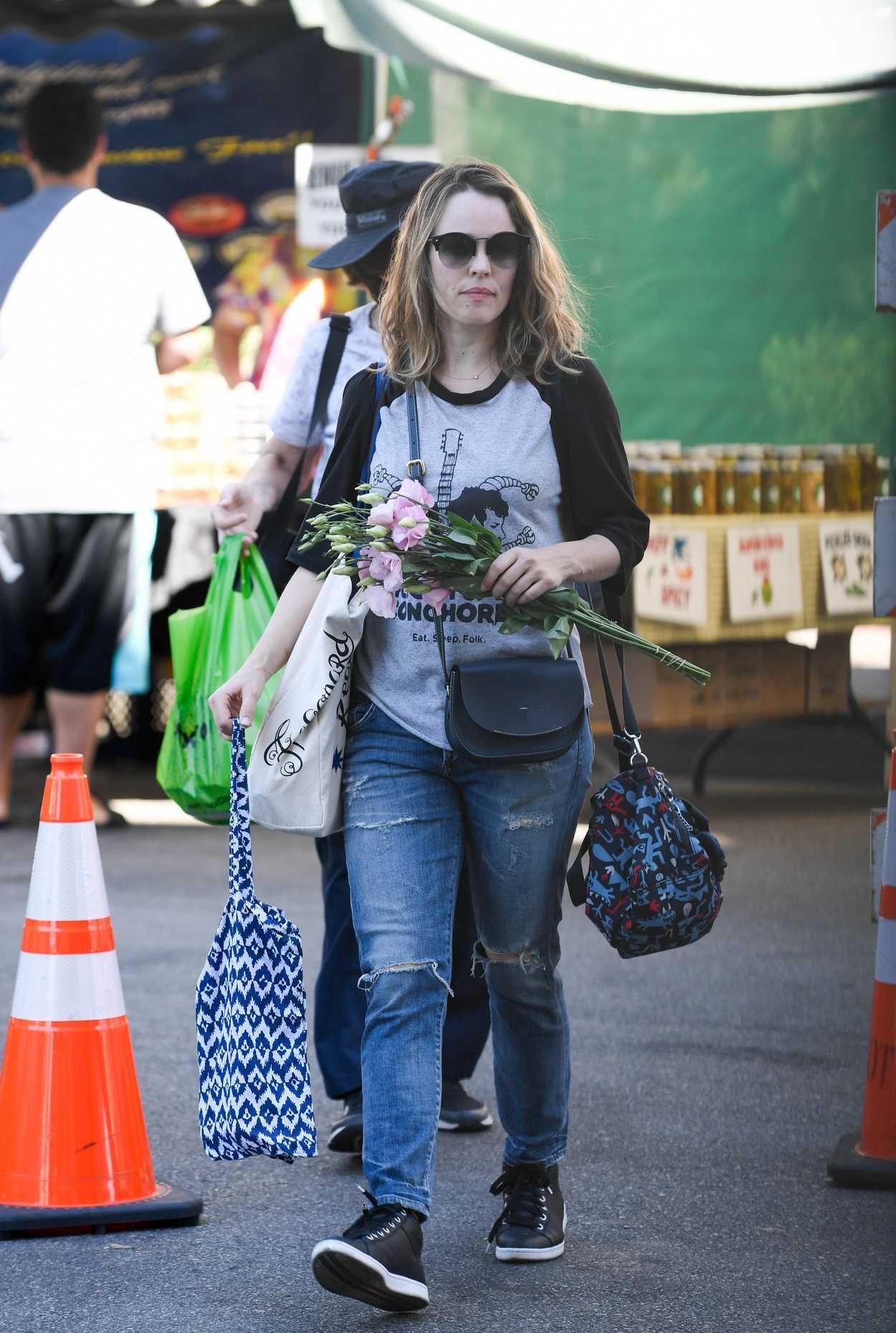 Rachel Mcadams Goes Shopping At Farmers Market In Los