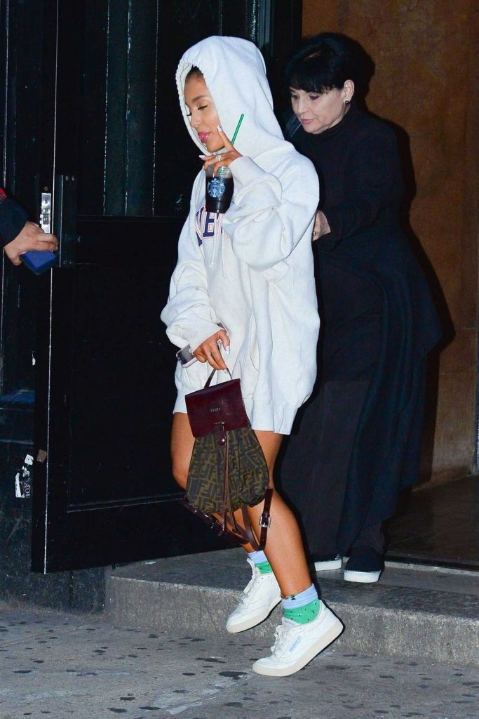Soho House Nyc >> Ariana Grande in a White Hoody Leaves a Studio in Soho, NYC 10/02/2018 – celebsla.com