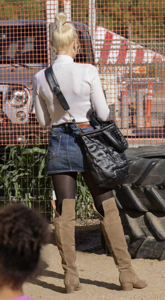Gwen Stefani in a Short Denim Skirt