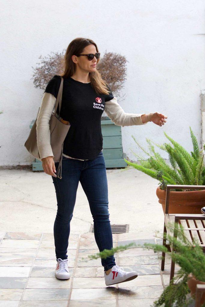 Jennifer Garner in a Blue Slim Jeans