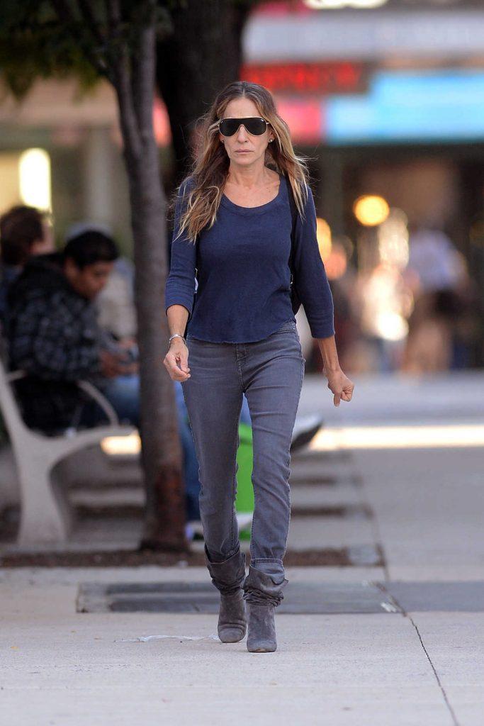 Sarah Jessica Parker in a Dark Blue Long Sleeves T-Shirt