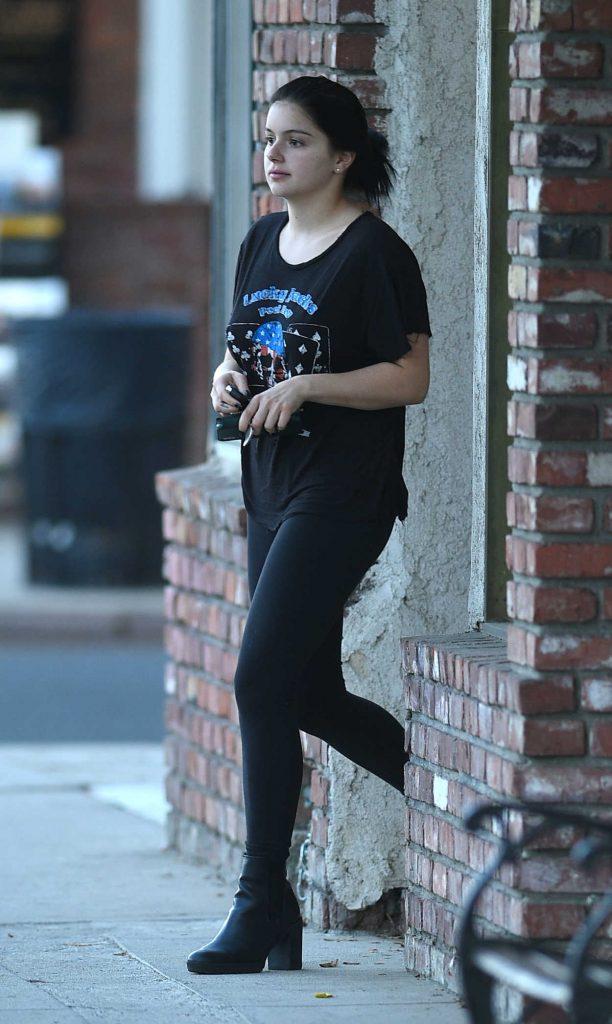 Ariel Winter in a Black T-Shirt
