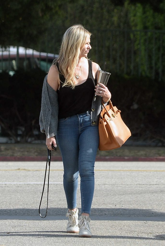 Sarah Michelle Gellar in a Blue Slim Jeans