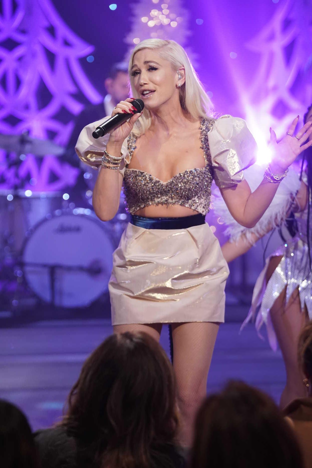 Gwen Stefani 2018 >> Gwen Stefani Performs on The Talk in Studio City 12/17/2018 – celebsla.com
