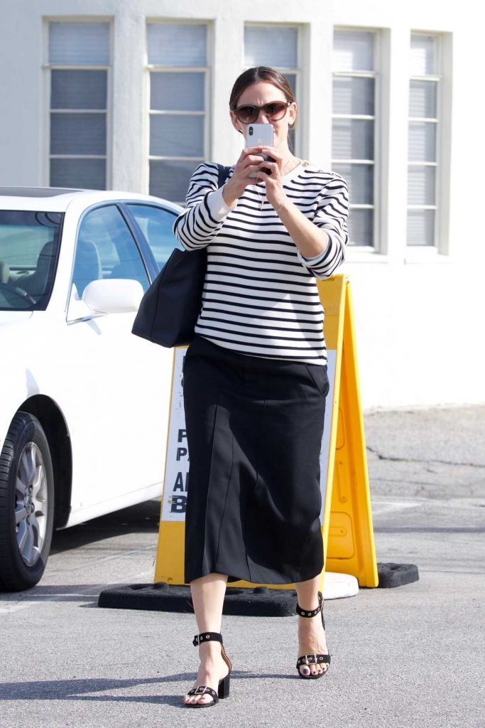 Jennifer Garner in a Striped Long Sleeves T-Shirt
