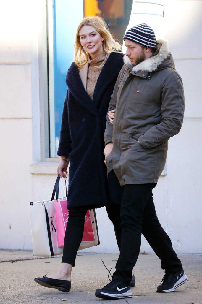 Karlie Kloss Out Shopping in New York City 12/18/2018 – celebsla.com