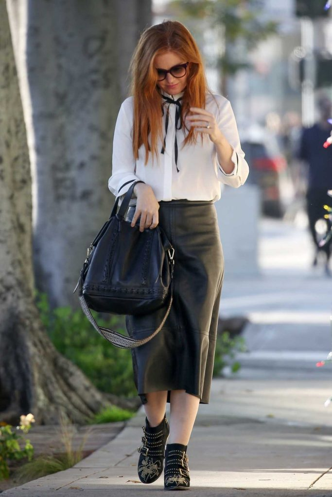 Isla Fisher in a Black Leather Skirt