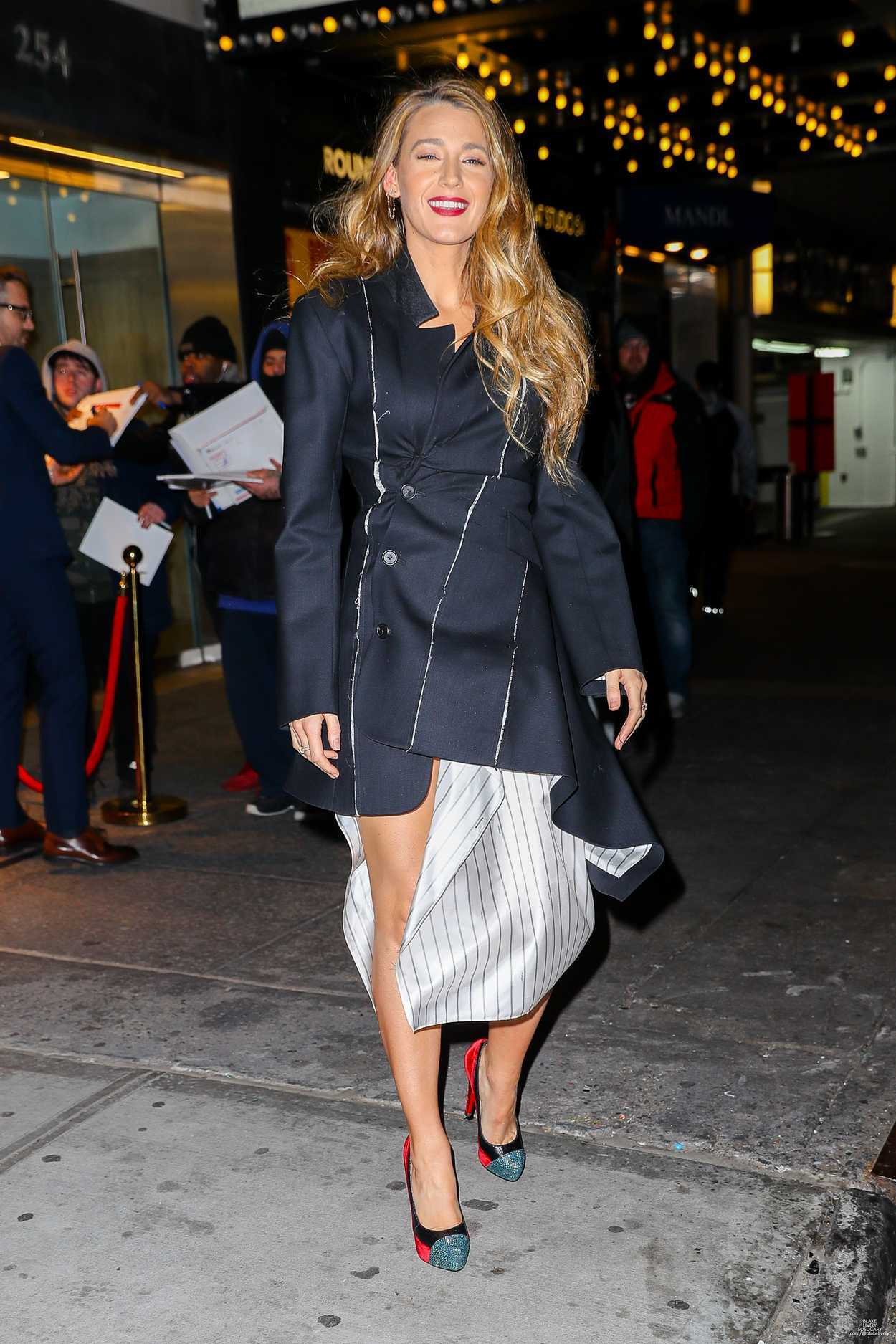 blake lively was seen out in new york city 01 10 2019. Black Bedroom Furniture Sets. Home Design Ideas