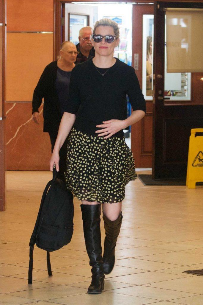Elizabeth Banks in a Polka Dot Skirt