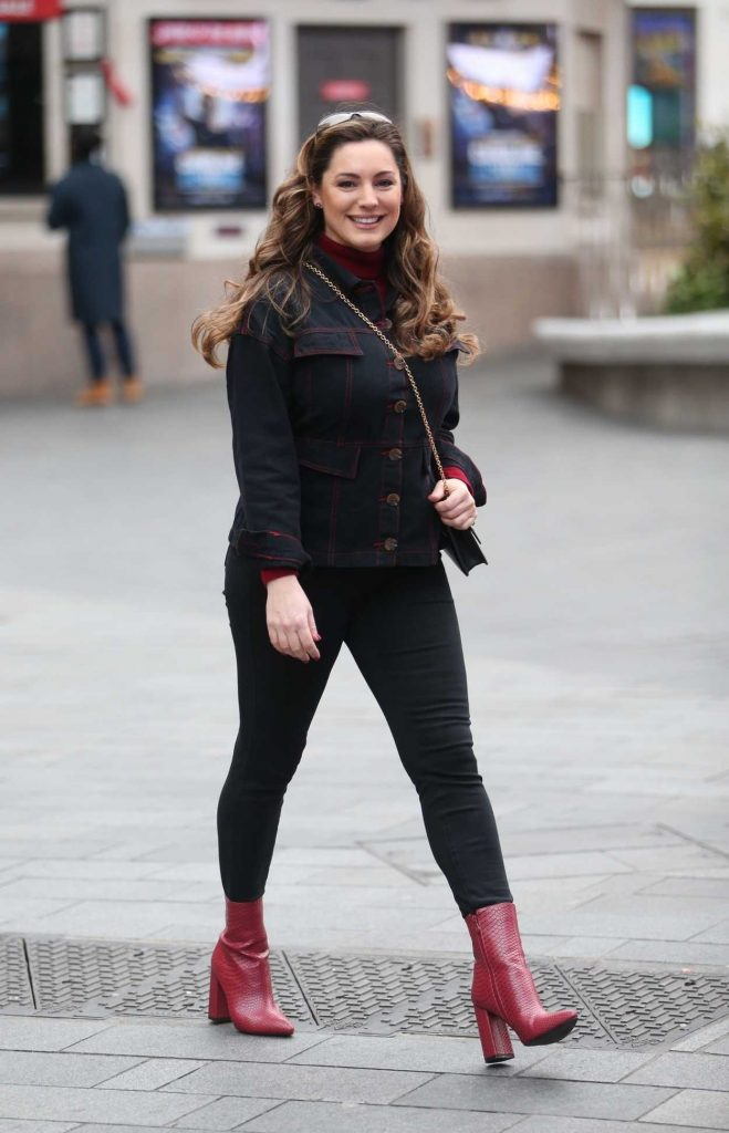 Kelly Brook in a Red Boots